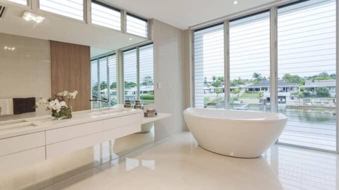 Luxus Bad mit freistehender Badewanne