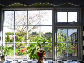 Große Fensterfront zum Garten
