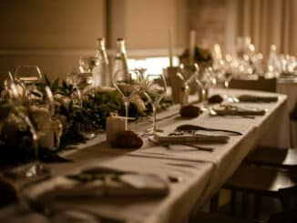 Tisch bei einer großen Feier